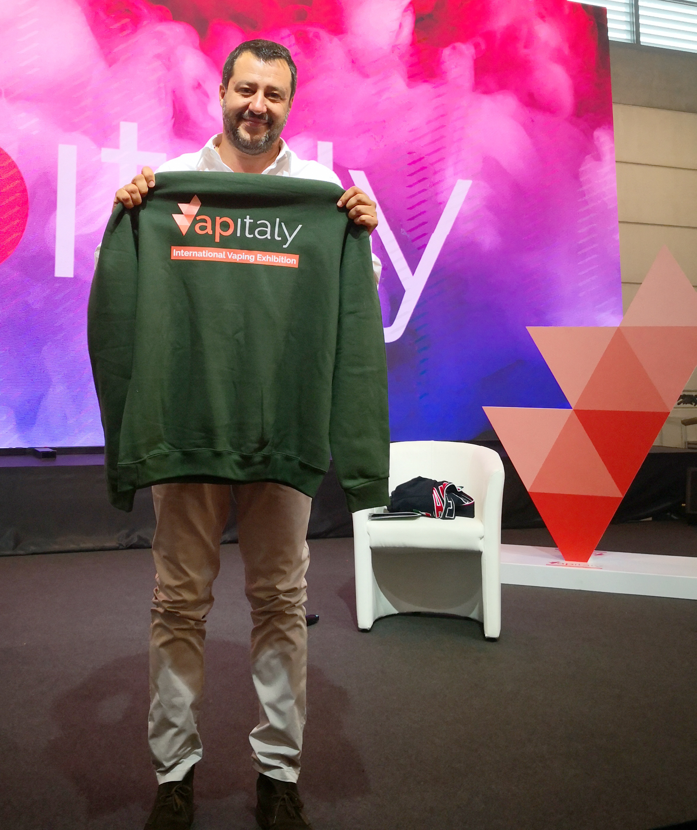 Salvini a Vapitaly: Vaping dopo l'Italia pronti alla battaglia in Europa
